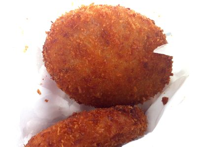 直江津の「肉のいろは」の揚げたてコロッケ