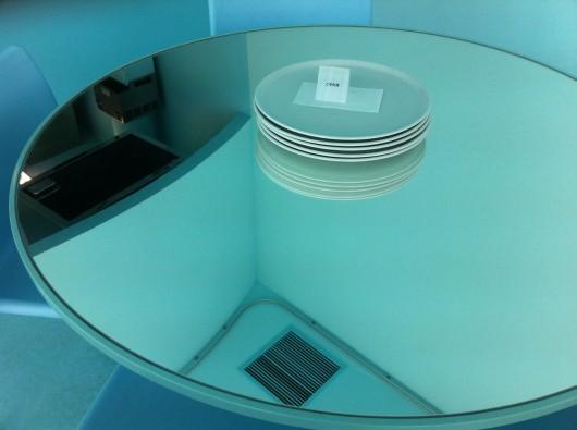 【十日町】越後まつだい里山食堂の鏡張りのテーブル