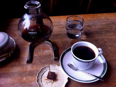 高田公園に最も近い?カフェ「オルゴール」のサイフォンコーヒー